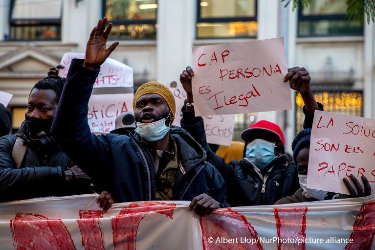 Manifestation de migrants à Barcelone après l'incendie de leur immeuble (archives). Crédit : Picture alliance