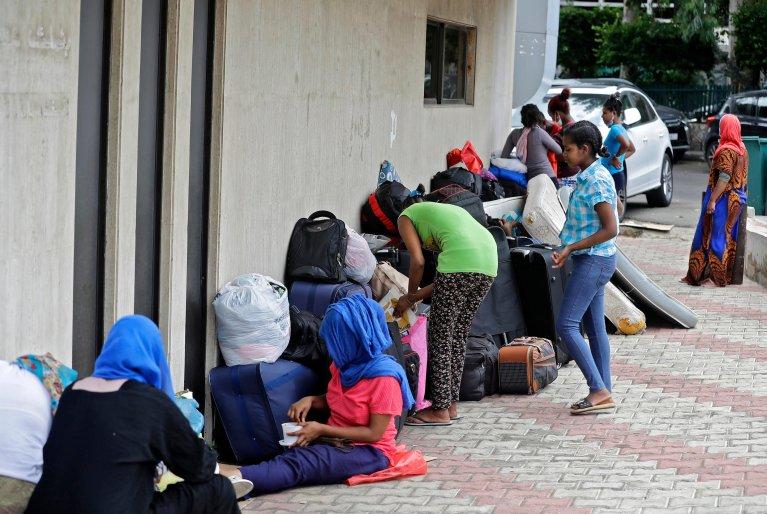 Des travailleuses éthiopiennes à la rue au Liban, devant l'ambassade d'Ethiopie dans le quartier de Hamzmieh, le 24 juin 2020. © AFP
