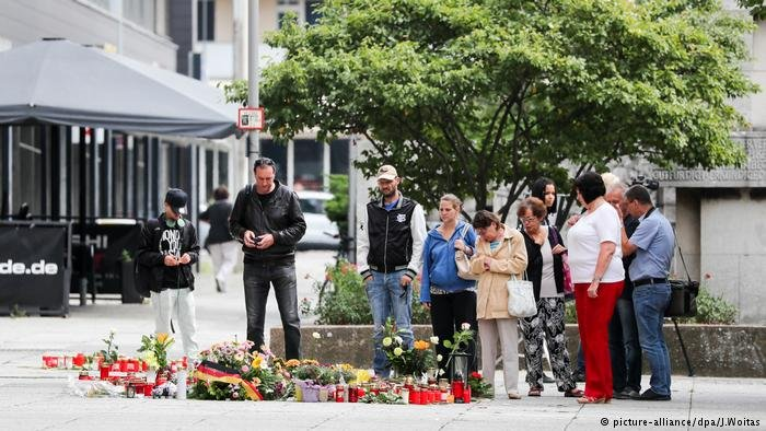 picture-alliance/dpa/J.Woitas  صورة أرشيفية من مكان مقتل الألماني دانييل ه. بعد طعنه بسكين في كيمنتس في آب/ أغسطس 2018