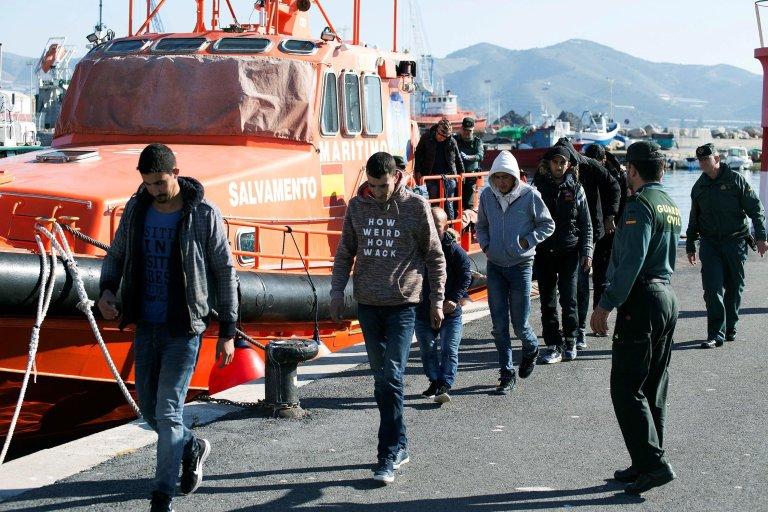 Civil guard officers escort six Moroccan migrants near Motril in Granada, Spain on 07 January 2019 I Photo: EPA/Miguel Paquet