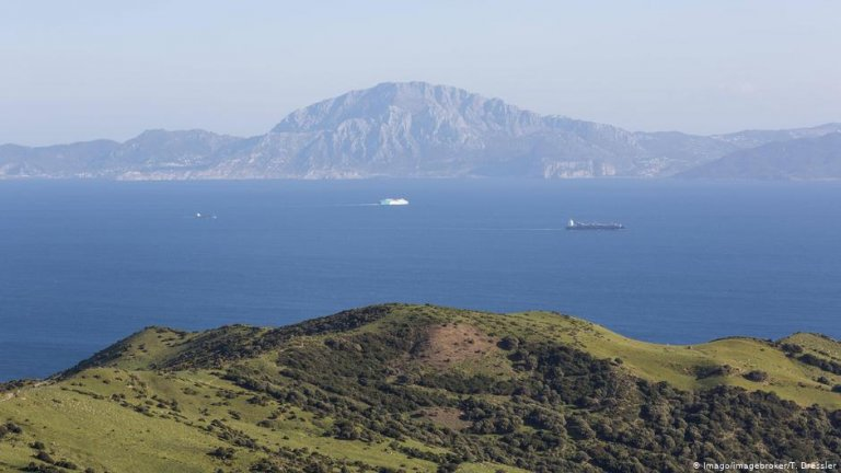 Thousands of migrants attempt each year to cross the Strait of Gibraltar | Photo: imago/imagebroker/T. Dressler