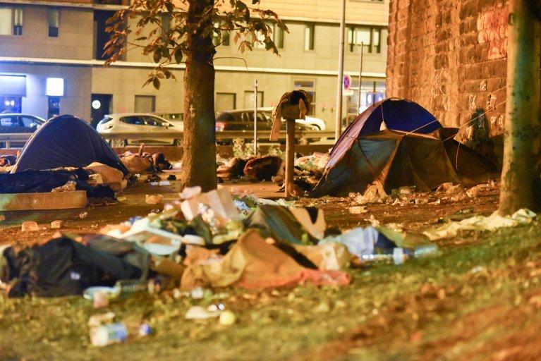 Des migrants, porte de la Chapelle, à Paris. Crédit : Mehdi Chebil