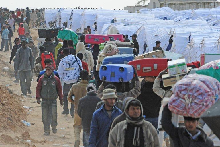 ANSA / مخيم في رأس جدير على الحدود بين ليبيا وتونس، وقد ازدحم باللاجئين الذين تم إجلاؤهم من ليبيا. المصدر: أنسا / سيرو فوسكو.