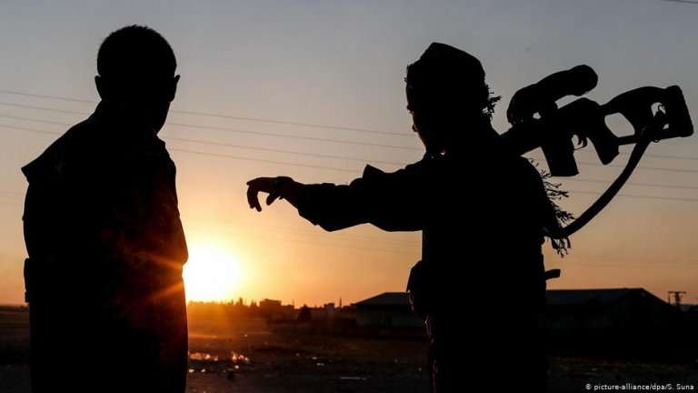 Kurdish fighters | Photo: picture-alliance/dpa/S. Suna