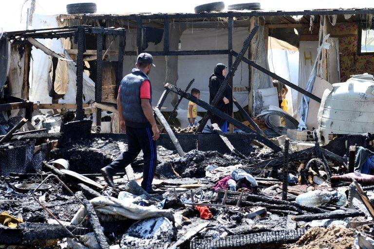Mardi 4 juillet, le feu s'est déclenché dans un camp de réfugiés près de Bar Elias, au Liban. Crédit : Reuters