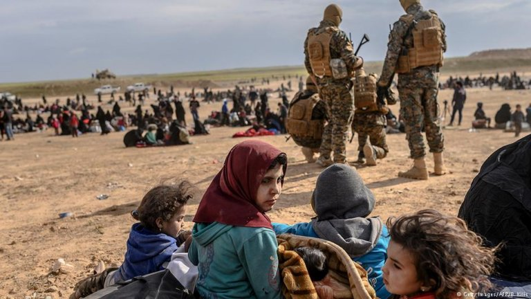 Civilians evacuated from the Islamic State's holdout of Baghouz | Photo: Getty Images/AFP/B.Kilic