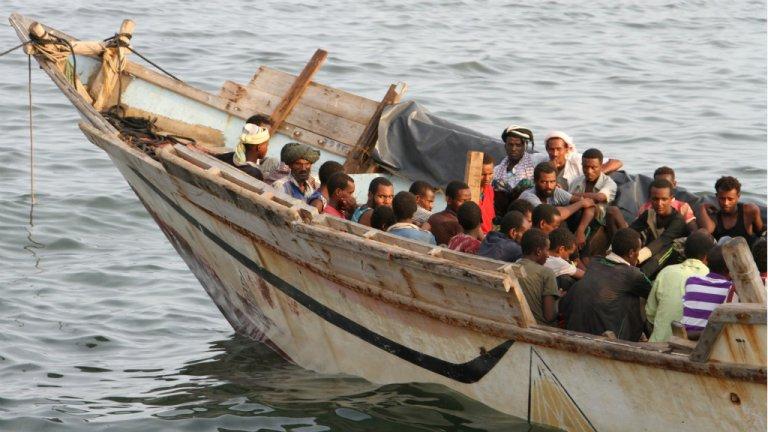 أ ف ب / أرشيف |مهاجرون أفارقة قبالة سواحل مدينة عدن اليمنية، بانتظار أن يتم ترحيلهم إلى الصومال 26 أيلول/سبتمبر 2016