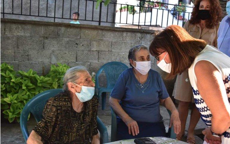 Greek President Ekaterini Sakellaropoulou visits the 'Lesvos grandmas'   Photo: ANA-MPA