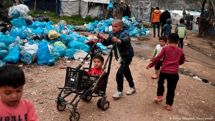 Getty Images/L. Gouliamaki  .ألمانيا تعلن عن استعدادها استقبال 1500 طفلٍ لاجئ يتمتعون بصحة جيدة وبدون ذويهم