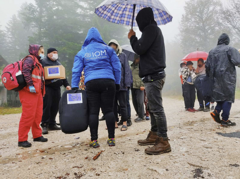 IOM teams distributing winter aid in Bosnia and Herzegovina | Photo: IOM