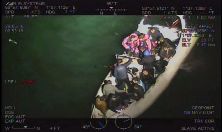 Bateau de migrants traversant la Manche. Crédit : National crime agency
