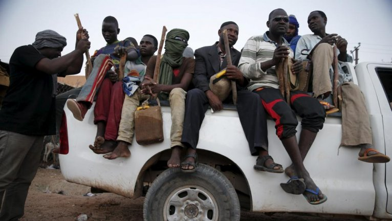 Au Niger, des migrants s'apprêtent à traverser le désert du Ténéré, en 2015. crédit : Reuters