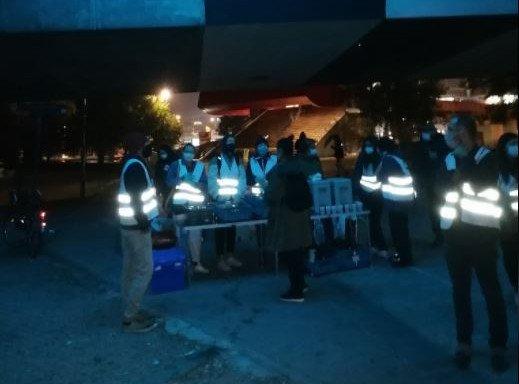 Les bénévoles de Solidarité Migrants Wilson, le 14 octobre 2020. Depuis, l'électricité a été coupée sur ce lieu de distribution. Crédits : Solidarité Migrants Wilson
