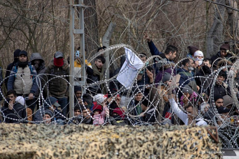 These migrants in March 2020 were caught in the argument between Turkey and the EU | Photo: picture alliance/NurPhoto/N. Economou