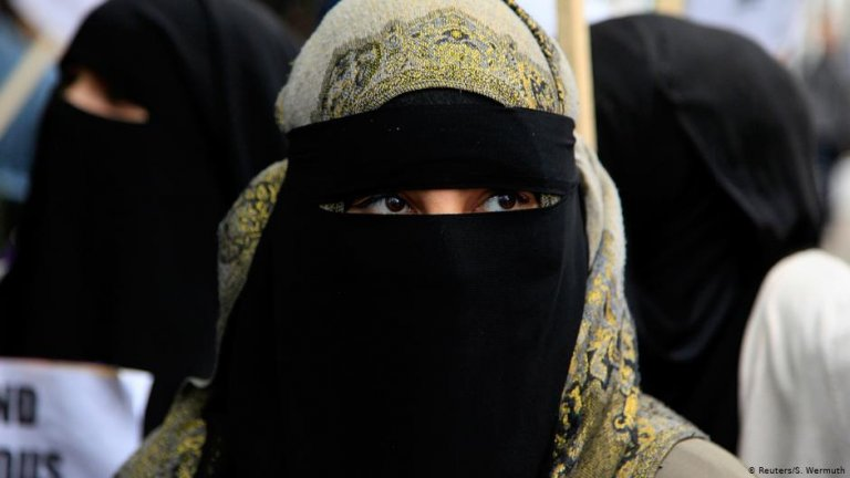 A woman wearing a niqab | Photo: Reuters/S.Wermuth