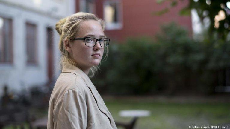 الین ارسون، دختر فعال سویدنی که مانع یک پرواز به هدف جلوگیری از اخراج یک پناهجوی افغان شد.