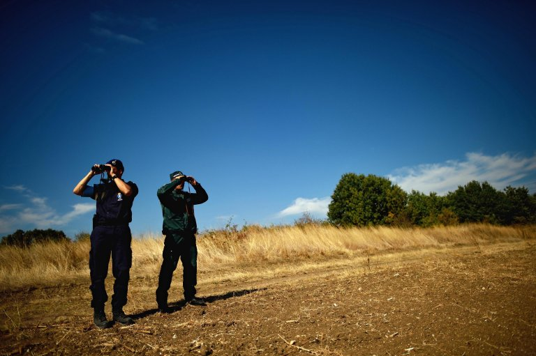 European and Coast Guard Agency officers from Netherlands (L) and Bulgaria (R) monitor the border between Bulgaria and Turkey at the check point Kapitan Andreevo, southeast Bulgaria, 7 October 2016 | Photo: EPA/Vassil Donev