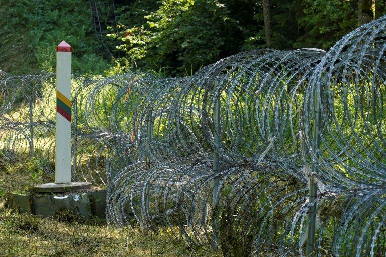 La Lituanie construit un mur avec sa frontière avec la Biélorussie. Crédit : Reuters