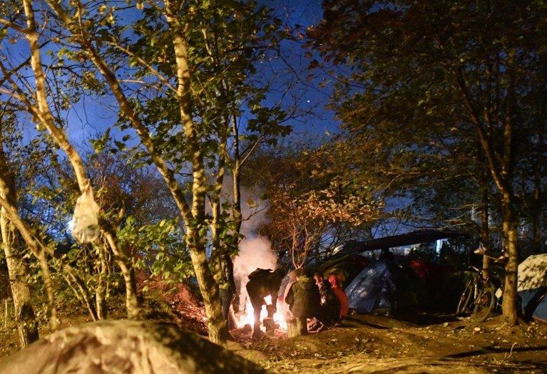 يعيش المهاجرون في مخيمات كاليه ظروفا مروعة للغاية، وأكثر الفئات الهشة هي العائلات التي تصطحب أطفالا. مهدي شبيل