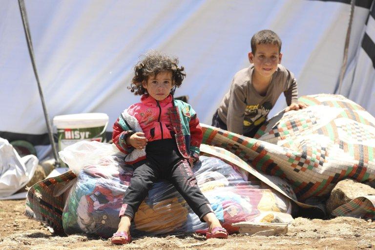 ANSA / أطفال سوريون نازحون في مخيم على الحدود الجنوبية الغربية لسوريا. المصدر: إي بي إيه / يحيى نعمة.