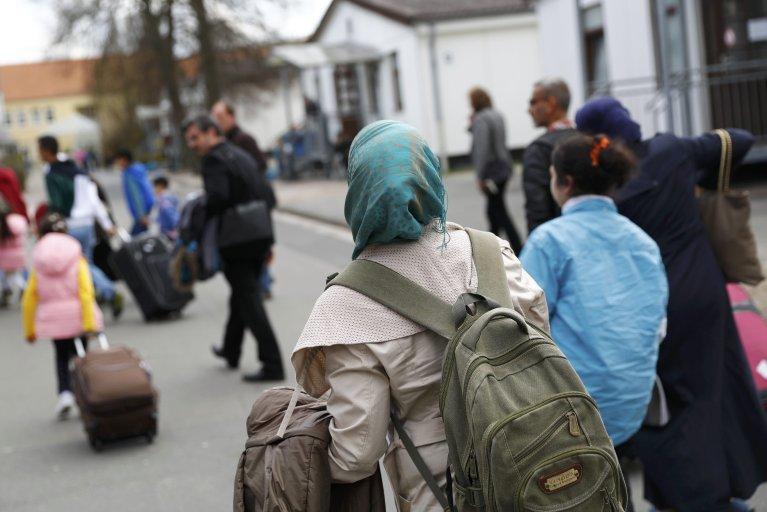 Des réfugiés syriens arrivent au camp de Friedland, dans le nord de l'Allemagne, le 4 avril 2016. Crédit : Reuters