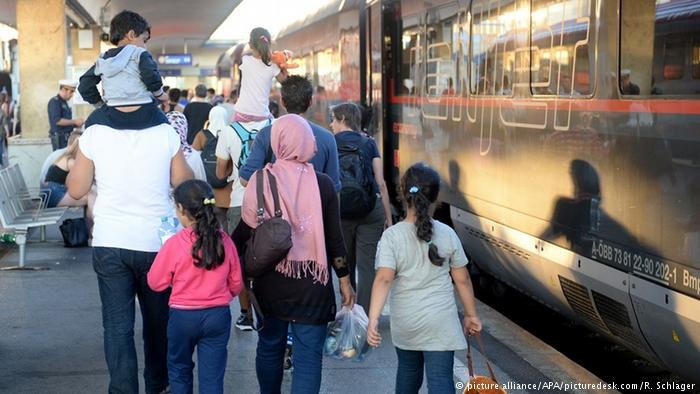 From file: refugees arriving at Vienna central station from Hungary, 2015