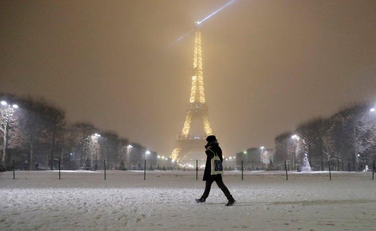Dans la nuit de mardi à mercredi, douze centimètres de mètres sont tombés dans Paris. Crédit : Reuters