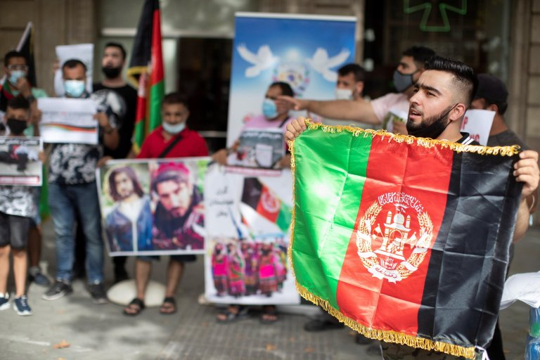 Prostestors in Barcelona demand international solidarity with Afghan refugees on August 11, 2021 | Photo: EPA/Marta Perez