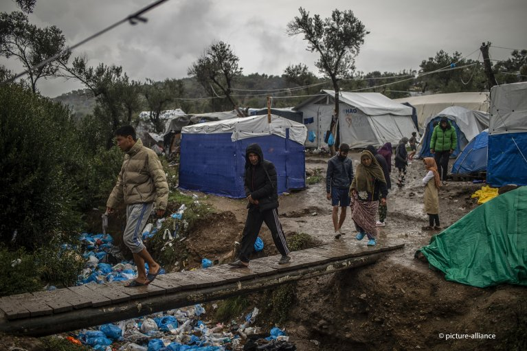 The Moria camp for migrants and asylum seekers on the Greek island of Lesbos remains overcrowded | Photo: picture alliance/A. Tzortzinis