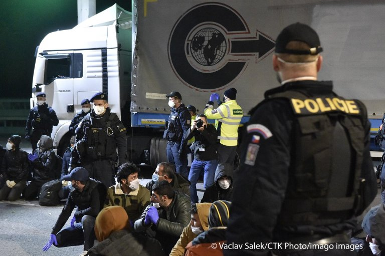 Czech customs officers found 48 illegal migrants, probably Syrians, in a semitrailer truck they stopped and checked on the D2 highway near Breclav in the Czech Republic on November 5, 2020 | Photo: CTK Photo/Vaclav Salek)