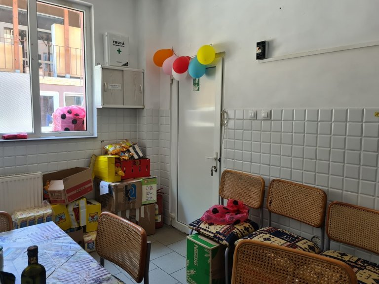 "جزء من مطبخ مركز جمعية ""آيدروم"" في بوخارست، 14 تموز\يوليو 2021. شريف بيبي \ مهاجر نيوز"