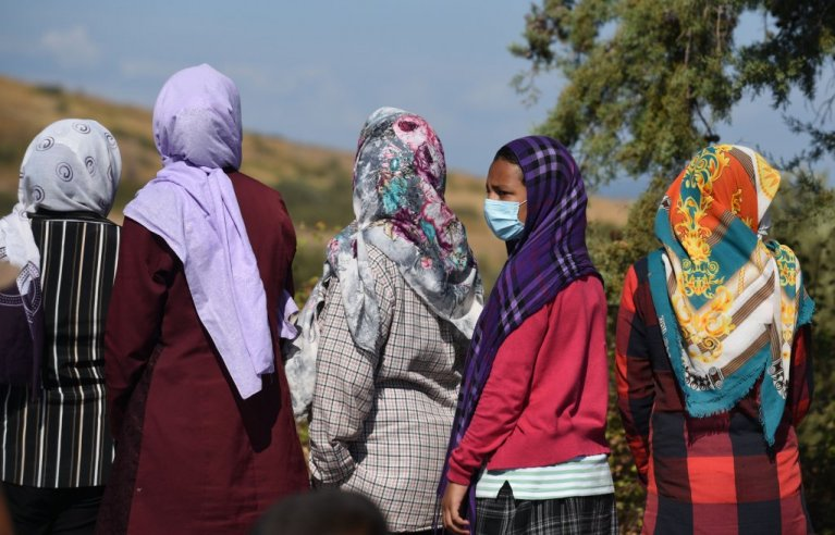 لېسبوس ټاپو کې مهاجرې ښځې ماسک اغوستی دی. کرېډېت: مهدي شبیل، کډوال نیوز