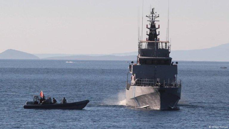 گارد ساحلی یونان در جریان یکی از عملیات هایش در بحیره اژه (عکس آرشیف)
