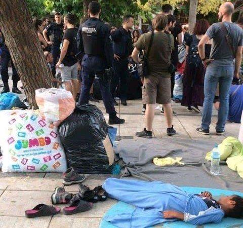 مهاجران در پارک ویکتوریا شهر آتن در بی سرپناهی به سر می برند. عکس: حق کاپی محفوظ است