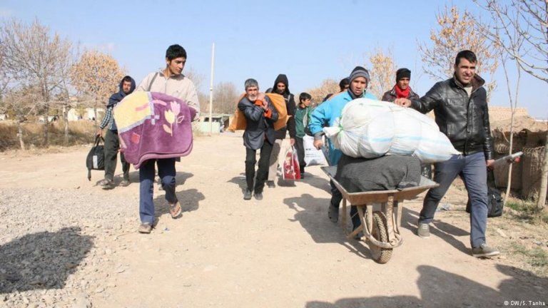 Afghans in border town Islam Qala. Credit: Shoaib Tanha, DW