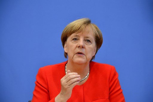 انگلا مرکل و ژوزپه کنته خواهان همکاری همه کشورهای اروپایی برای تقسیم عادلانه مهاجران شدند. عکس: Tobias Schwarz/AFP