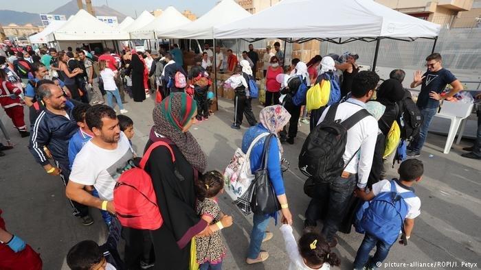 لاجئون وطالبو لجوء