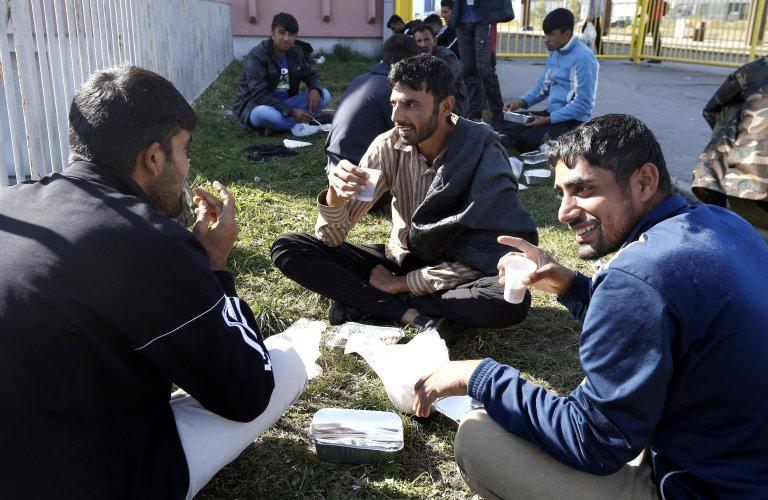 Migrants and refugees receive food from humanitarian organization 'EMMAUS International' in Tuzla, Bosnia and Herzegovina | Photo: ANSA/EMMAUS