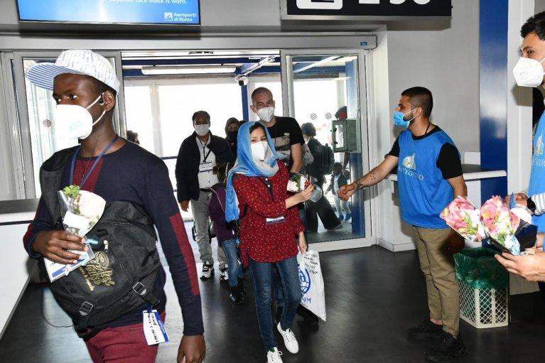 وصول مهاجرين من ليسبوس إلى إيطاليا عبر ممرات آمنة ©Comunità di Sant'Egidio @santegidionews