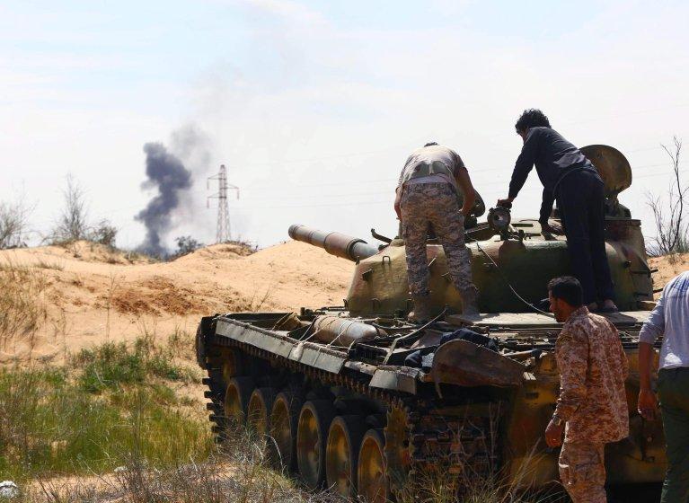 A Libyan militia in command of a tank clashing with rivals near Bir al-Ghanam, 90 km north of Tripoli, Libya | Photo: EPA/Stringer