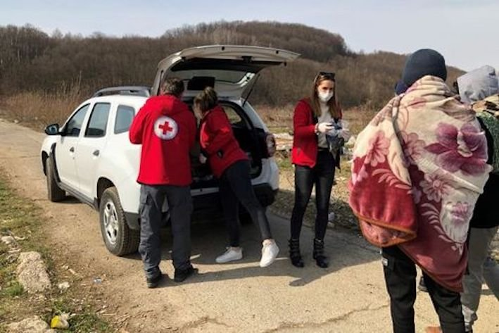 The German Red Cross is working with local mobile relief teams as more migrants are forced to sleep rough | Source: Twitter @roteskreuz_de