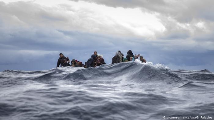 Une embarcation de fortune au large de la Libye | Photo : picture alliance/S. Palacios