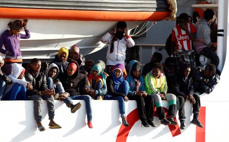 Migrants arrivés par bateau en Italie. Crédit : Reuters.
