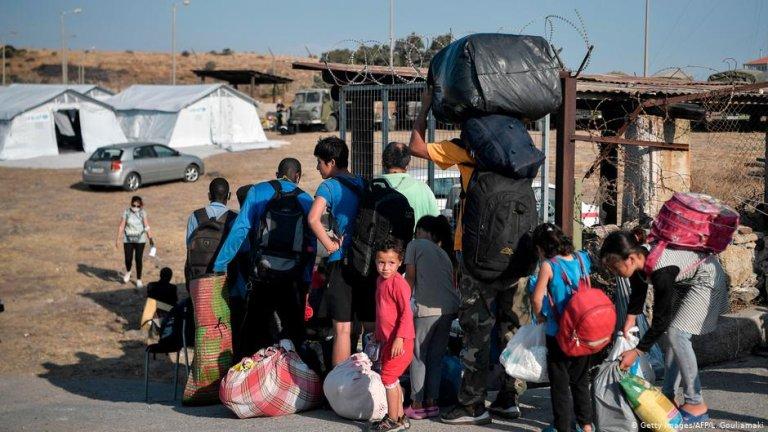 گروهی از آوارگان و مهاجران در جزیره لیسبوس/عکس: Getty Images/AFP/L.Gouliamaki