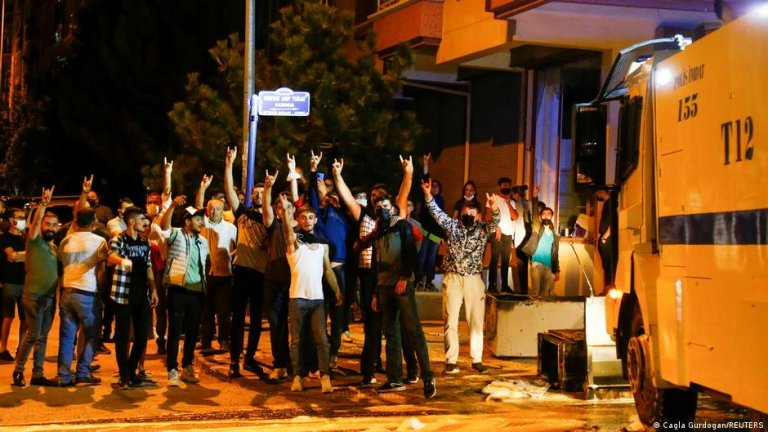 The fatal stabbing of a Turkish teenager sparked riots in Ankara | Photo: Cagla Gurdogan/REUTERS