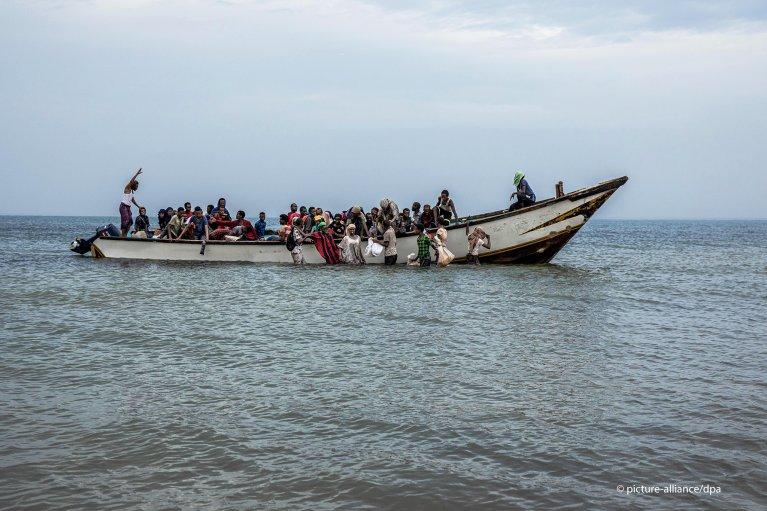 From file: Ethiopian migrants disembark a boat on the shores of Ras al-Ara, Lahj, Yemen | Photo: picture-alliance/AP Photo/Nariman El-Mofty