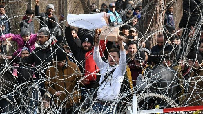 Reuters/A. Avramidis |آلاف اللاجئين على الحدود التركية اليونانية يحاولون  العبور إلى الدول الأوروبية