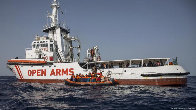 The Proactiva Open Arms is a migrant rescue vessel that operates in the Mediterranean | Photo: picture-alliance/O. Calvo