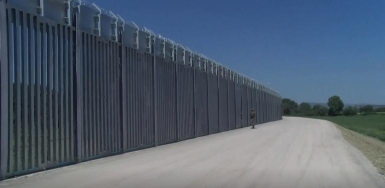 سياج حدودي بين اليونان وتركيا. الصورة ملتقطة من فيديو لرويترز
