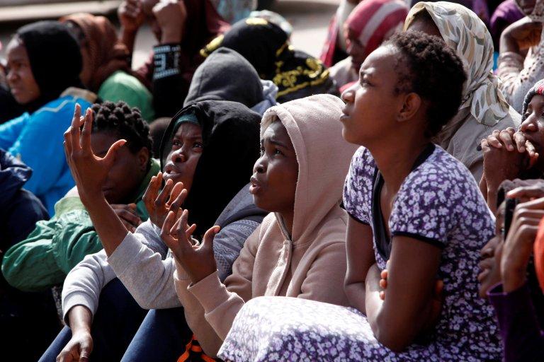 Des femmes migrantes dans un centre de rétention à Tripoli, en Libye. Crédit : Reuters
